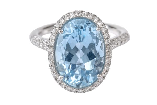TP8514 Blue Topaz & Diamond Cluster Ring in 18ct White Gold