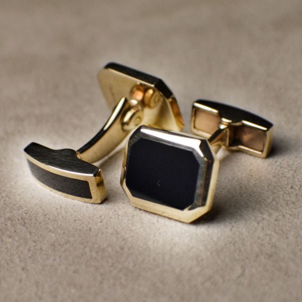 OR3226 Onyx act Yellow Gold Cufflinks
