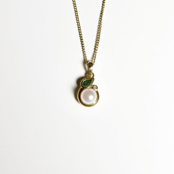 TP2936 Pearl, Emerald & Diamond  Pendant in 18ct Yellow Gold